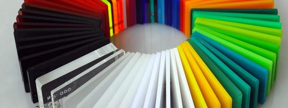 Acrylic có tính bóng và đàn hồi cao, có thể uốn cong linh hoạt với các dạng hình dáng khác nhau